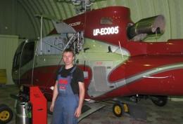 Заправка вертолета в ангаре